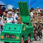 """Tin tức trong ngày - Trẻ em Triều Tiên lái """"xe tăng"""" mừng 1/6"""