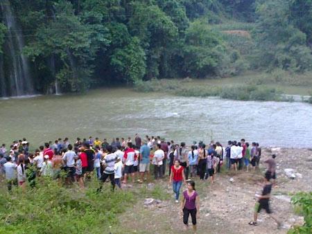 4 SV tử nạn: Nước mắt ở thác Mưa Rơi - 2