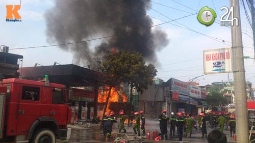 Cháy ở cây xăng: 8 cảnh sát nhập viện - 4
