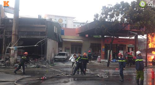 Cháy ở cây xăng: 8 cảnh sát nhập viện - 7