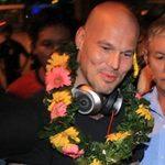 Bóng đá - Ljungberg ký tặng fan tại Tân Sơn Nhất