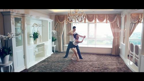 Maya tình tứ bên bạn nhảy - 4