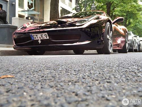 Ferrari 458 Italia màu 'độc' xuống phố - 8