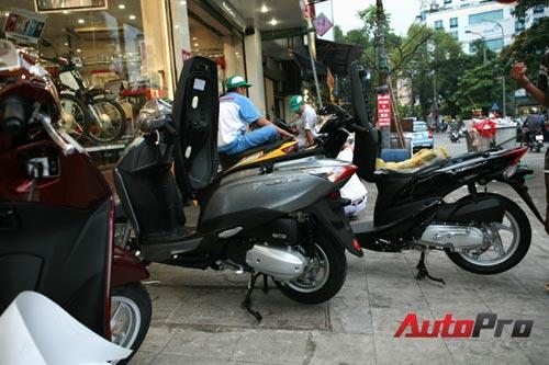 Honda SH Mode bị 'đội' giá từ 3-5 triệu đồng - 3