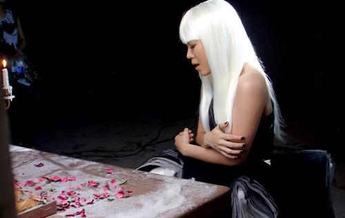 Mỹ Tâm tóc bạc vì tình trong MV mới, Ca nhạc - MTV, My Tam, toc bac, bach kim, ca tinh, lot xac, hoa mi toc nau, MV, nhu mot giac mo, ngoi sao, tin tuc