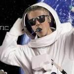 Ca nhạc - MTV - Justin Bieber chi 5 tỉ mua vé ra vũ trụ