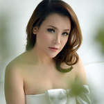 Ngôi sao điện ảnh - Hồ Quỳnh Hương e ấp vai trần gợi cảm