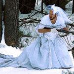 """Phi thường - kỳ quặc - 101 cách """"chơi xỏ"""" váy cưới của vợ cũ"""