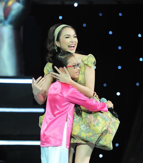 Cô bé 10 tuổi khiến Hiền Thục bật khóc - 2