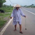 Tin tức trong ngày - Cụ ông 83 tuổi tuyên chiến với đinh tặc