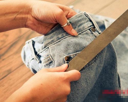 Tự tay làm quần jeans rách cực chất! - 2