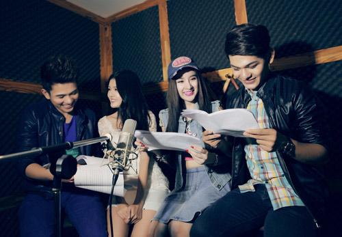 Phương Trinh nhí nhảnh trong phòng thu, Ca nhạc - MTV, Angela Phuong Trinh, Phuong Trinh, ba me nhi, Biet chet lien, Son Ngoc Minh, Tran Ngoc Khanh, Lyli Luta, ngoi sao, tin tuc