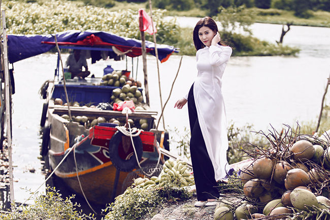Mi Trần, cô cháy gái của Nghệ sỹ Saxophone dịu dàng trong tà áo dài trắng