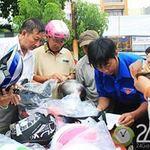 Tin tức trong ngày - TP.HCM: Người dân háo hức đi đổi MBH xịn