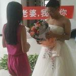 Phi thường - kỳ quặc - Chú rể mặc váy cưới cầu hôn cô dâu