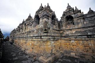 Khám phá vẻ đẹp đền thiêng Borobudur - 3