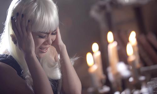 """Mỹ Tâm """"hóa điên"""" trong MV mới - 1"""