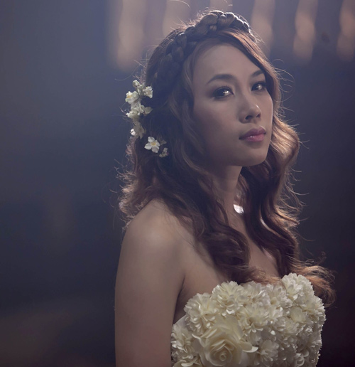 """Mỹ Tâm """"hóa điên"""" trong MV mới - 11"""