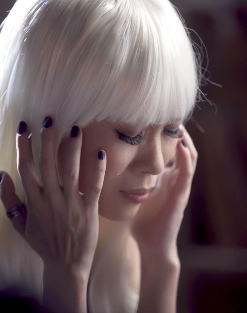 """Mỹ Tâm """"hóa điên"""" trong MV mới, Ca nhạc - MTV, My Tam, hoa mi toc nau, hoa dien, toc bac, mv, nhu mot giac mo, ca sy, ngoi sao, tin tuc"""