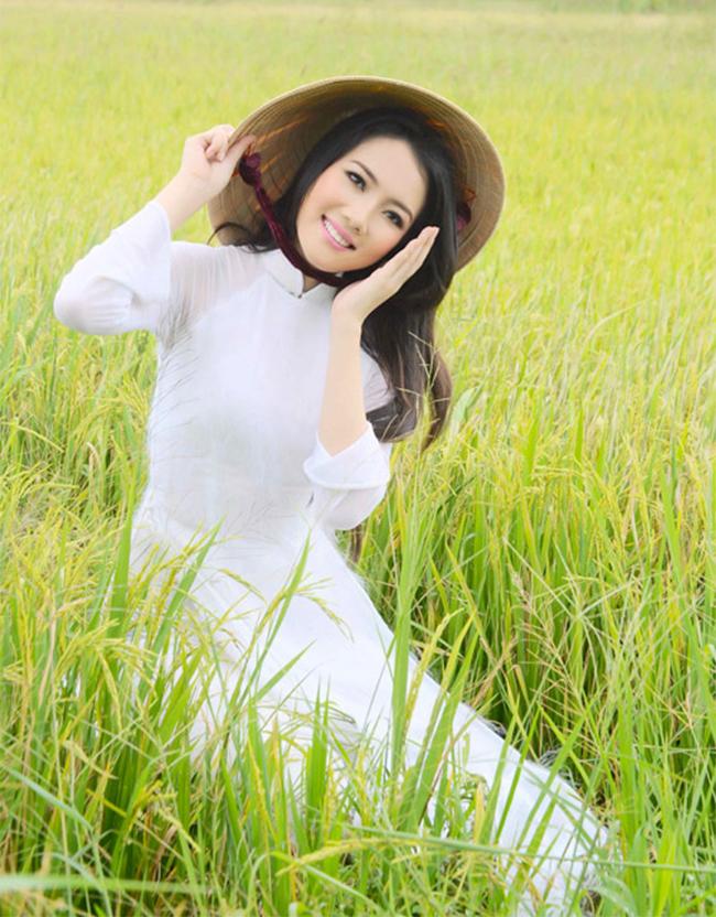 Diệp Hồng Đào từng được biết đến từ cuộc thi Hoa hậu đồng bằng sông Cửu Long