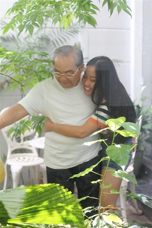 Đoan Trang mong cha luôn tự hào, Ca nhạc - MTV, cam on cha, mv, Ha Ho, Doan Trang, Thanh Hang, ngay ca cha, Dinh Huong, Tieu Chau Nhu Quynh, ngoi sao, tin tuc,am nhac, ca nhac