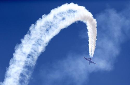 """Máy bay """"quần thảo"""" tại Triển lãm hàng không 1371527729 trien lam hang khong 1"""
