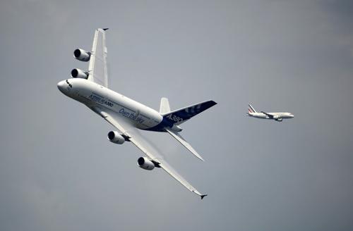 """Máy bay """"quần thảo"""" tại Triển lãm hàng không 1371527729 trien lam hang khong 3"""