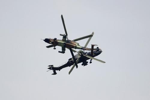 """Máy bay """"quần thảo"""" tại Triển lãm hàng không 1371527729 trien lam hang khong 4"""