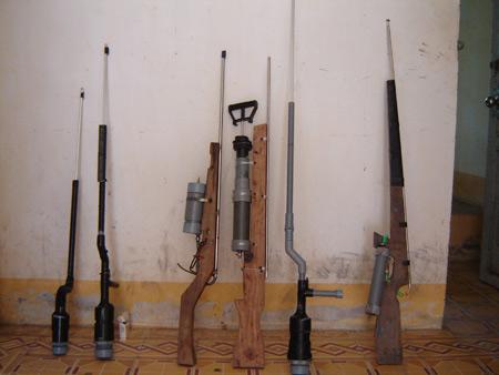 """Rộ """"mốt"""" thanh niên dùng súng tự chế - 2"""