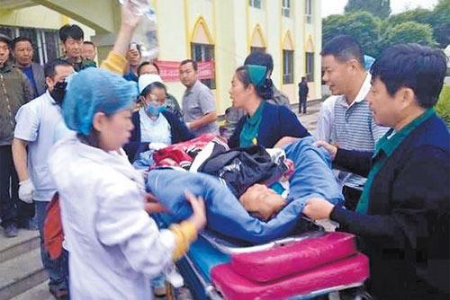 TQ: Xe du lịch lao xuống vực, 13 người tử nạn - 3