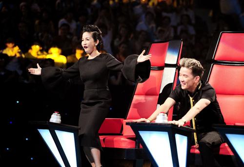Mỹ Linh bị gọi là phù thủy tại The Voice, Ca nhạc - MTV, giong hat Viet, giong hat Viet 2013, the voice, GHV, giau mat, HLV, Mr Dam, My Linh, Hong Nhung, Quoc Trung, thi sinh, ngoi sao, tin tuc