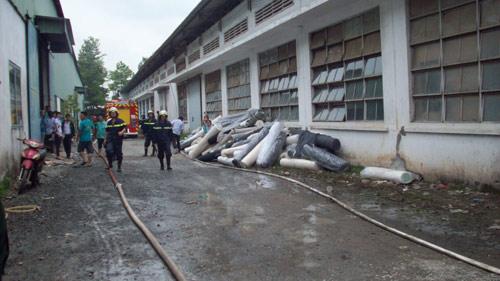 Cháy công ty giày da, 3 công nhân bị thương - 7