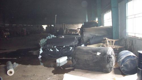 Cháy công ty giày da, 3 công nhân bị thương - 4