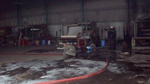 Cháy công ty giày da, 3 công nhân bị thương - 5