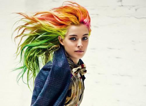 Đi gặp cô nàng đổi màu tóc hơn thay áo - 5