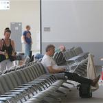 """Tin tức trong ngày - """"Kẻ phản bội nước Mỹ"""" mắc kẹt tại sân bay Nga"""