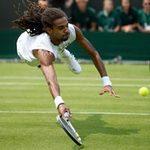 Thể thao - Cú bay người bắt vô lê siêu đẳng