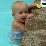 Phi thường - kỳ quặc - Nhóc tì 2 tuổi đã biết bơi điêu luyện