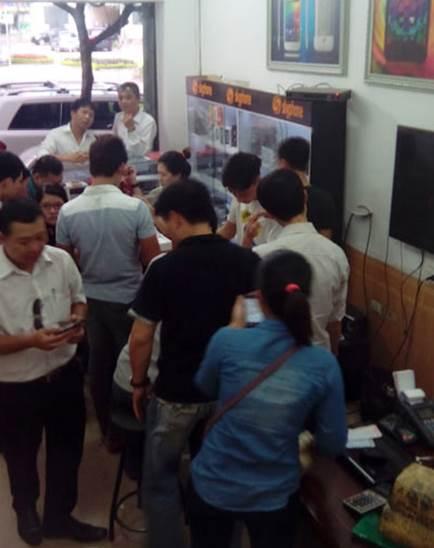 """""""Chen nhau"""" mua Aveo X7 màn hình Full HD - 2"""