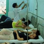 Sức khỏe đời sống - Ăn cỗ cưới, hàng chục người nhập viện tập thể