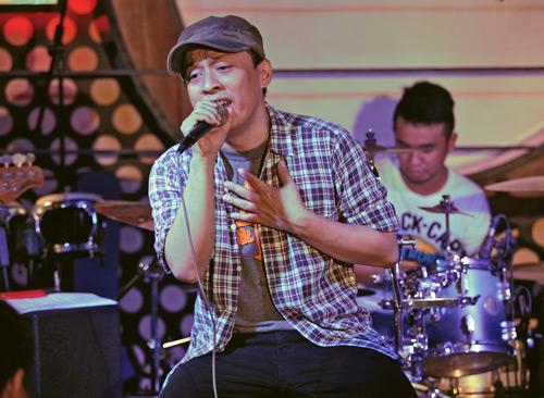 Lam Trường lãng mạn hát dưới mưa - 3