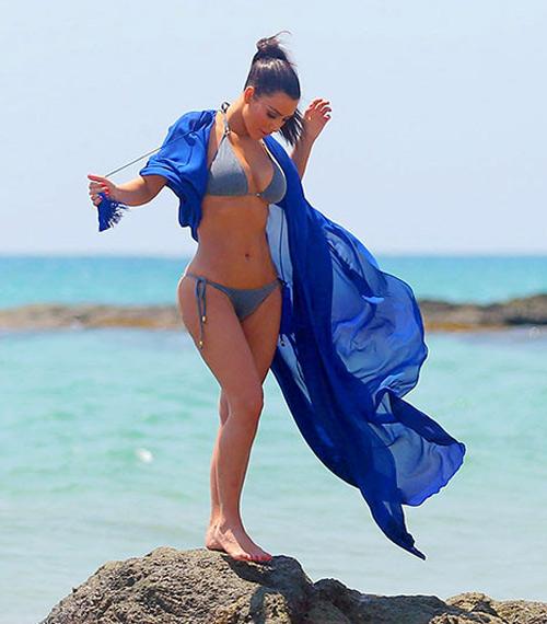Kim Kardashian khoe bikini ở Thái Lan - 1