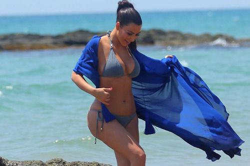 Kim Kardashian khoe bikini ở Thái Lan - 2