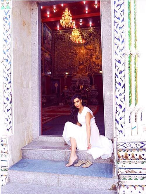 Kim Kardashian khoe bikini ở Thái Lan - 8