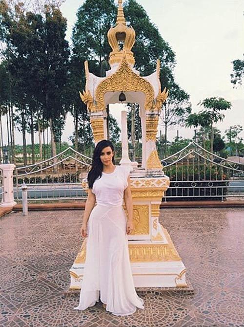 Kim Kardashian khoe bikini ở Thái Lan - 7