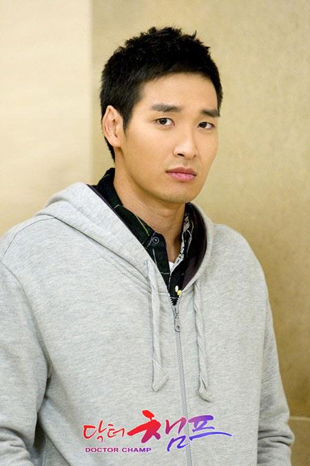 Lee Byung Hun gây chú ý với Kẻ hủy diệt 5 - 7