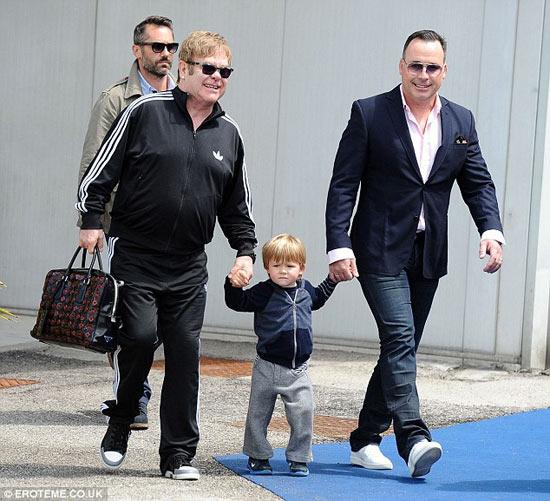 Elton John cưới bạn trai đồng tính sau 20 năm gắn bó - 1