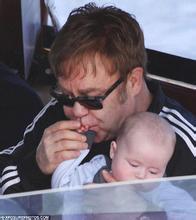 Elton John cưới bạn trai đồng tính sau 20 năm gắn bó - 2