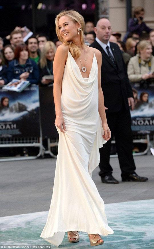 Thót tim vì đôi chân của Emma Watson - 10