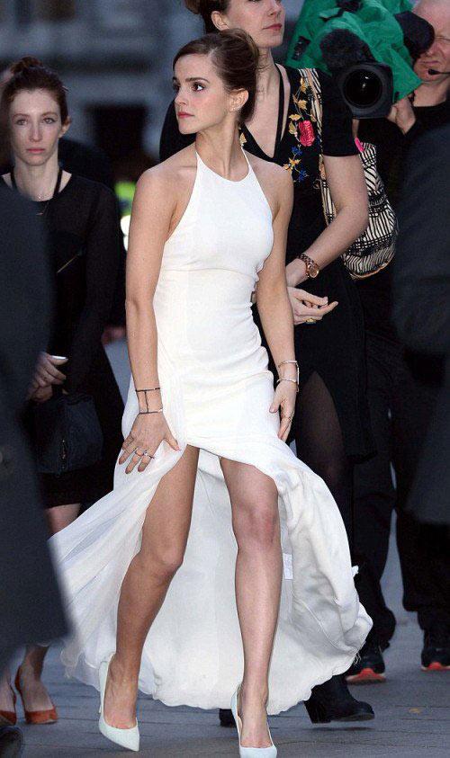 Thót tim vì đôi chân của Emma Watson - 7